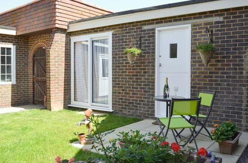 Last Minute Cottages - Attractive Eastbourne Lodge S81812
