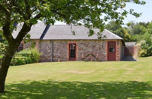 Dog Friendly Cottages - Attractive Torrington Lodge S82999