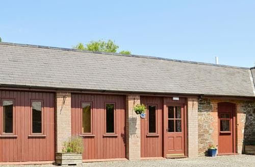Dog Friendly Cottages - Wonderful Torrington Lodge S83000