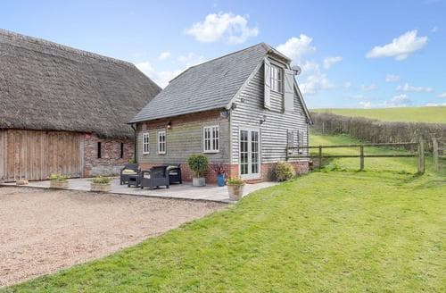 Last Minute Cottages - Charming East Meon Cottage S49591