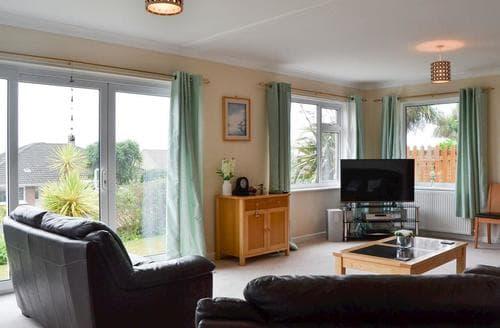 Last Minute Cottages - Quaint Ventnor Cottage S85404