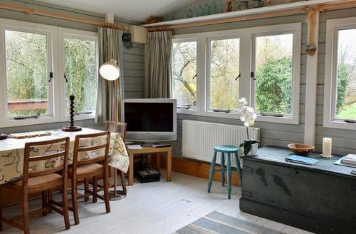 Last Minute Cottages - Stunning Salisbury Lodge S97607