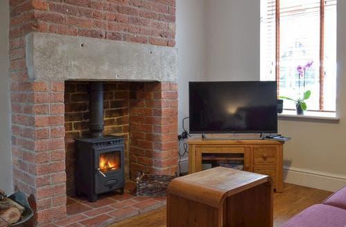 Dog Friendly Cottages - Lovely Ashbourne Cottage S86654