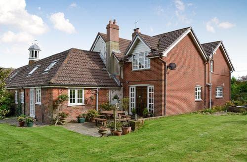 Last Minute Cottages - Wonderful Newport Lodge S86651