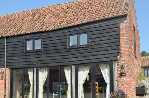 Dog Friendly Cottages - Exquisite Great Yarmouth Cottage S92655