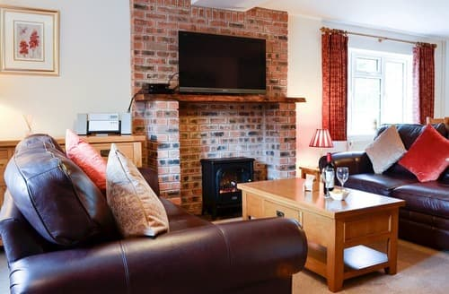 Last Minute Cottages - Wonderful Coleford Cottage S60260