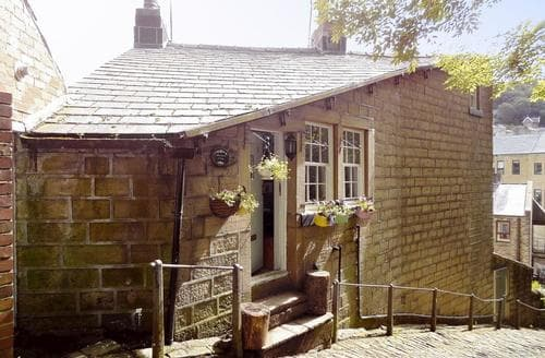 Big Cottages - Tasteful Haworth Cottage S90871