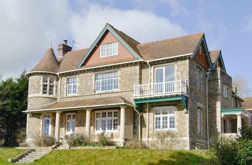 Big Cottages - Tasteful Seaton Lodge S95009