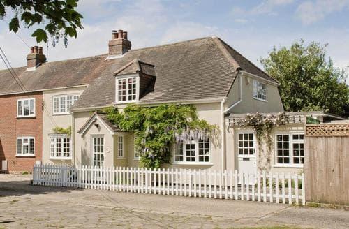 Dog Friendly Cottages - Splendid Lymington Cottage S94862