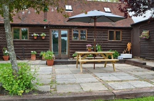 Dog Friendly Cottages - Tasteful Uckfield Cottage S96804