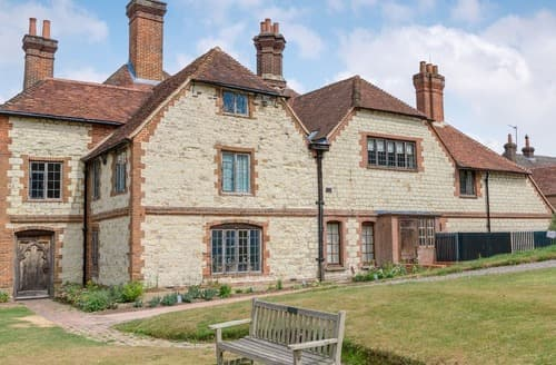 Big Cottages - Wonderful Alton Apartment S98765