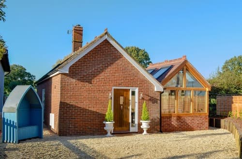 Dog Friendly Cottages - Captivating Tewkesbury Cottage S123363