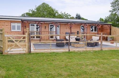 Last Minute Cottages - Lovely Battle Lodge S101586