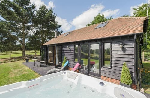 Last Minute Cottages - Inviting Colchester Cottage S104526