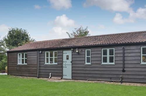 Dog Friendly Cottages - Quaint Trowbridge Lodge S123063