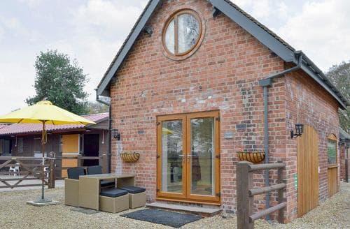 Last Minute Cottages - Charming Macclesfield Cottage S72418