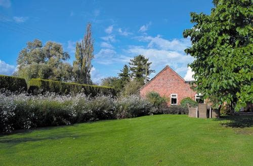 Dog Friendly Cottages - Inviting Stratford Upon Avon Lodge S71379