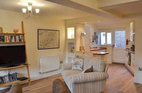 Last Minute Cottages - Tasteful Chester Cottage S72984