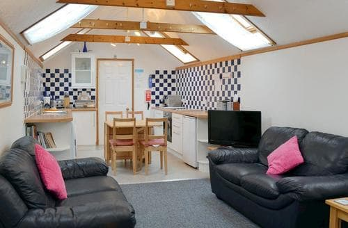 Last Minute Cottages - Excellent Brockenhurst Apartment S72416