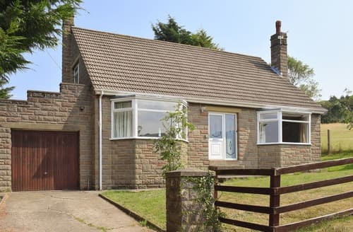 Dog Friendly Cottages - Delightful Whitby Cottage S15568