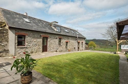 Big Cottages - Stunning Llandovery Lodge S21719