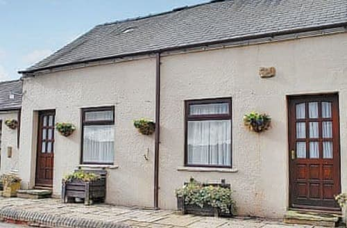 Last Minute Cottages - Tasteful Chesterfield Cottage S16535