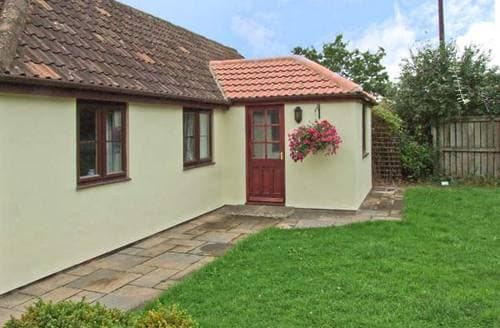 Last Minute Cottages - Cosy Swindon Cottage S3631