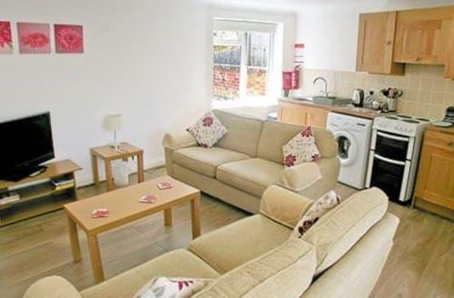 Last Minute Cottages - Captivating Shanklin Apartment S14347