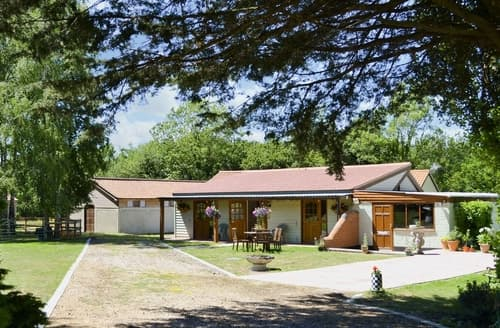 Big Cottages - Luxury Diss Lodge S25786