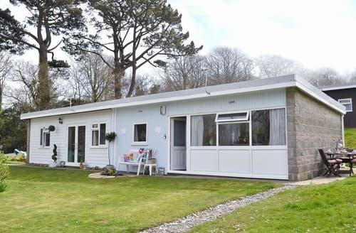 Dog Friendly Cottages - Beautiful Hartland Lodge S26661
