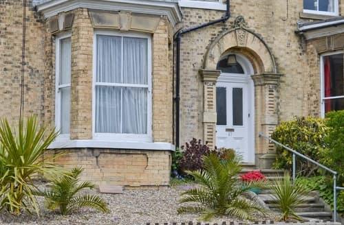 Last Minute Cottages - Quaint Bridlington Apartment S38005