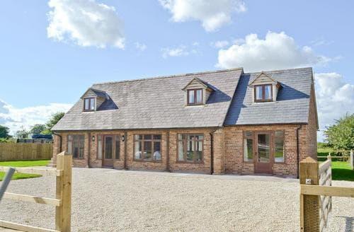 Last Minute Cottages - Delightful Chippenham Cottage S41324