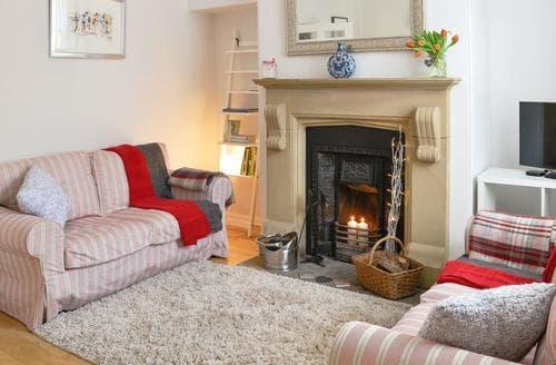 Last Minute Cottages - Beautiful Haworth Cottage S44542