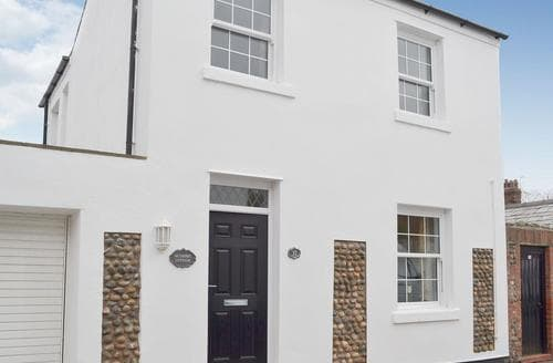 Last Minute Cottages - Charming Lytham St Annes Cottage S49947