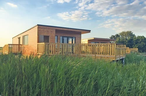 Last Minute Cottages - Lovely Ely Lodge S128120