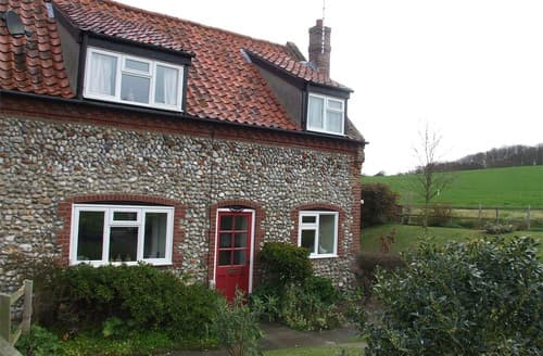 Last Minute Cottages - Attractive Kelling Cottage S128264