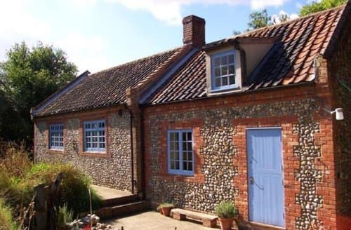 Last Minute Cottages - Wonderful Holt Cottage S128267