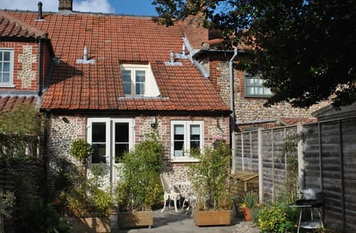 Last Minute Cottages - Luxury Holt Cottage S128269