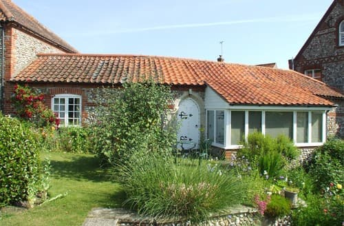Last Minute Cottages - Wonderful Binham Cottage S128274