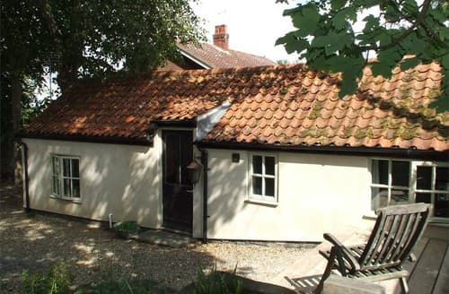 Last Minute Cottages - Inviting Cley Cottage S128275