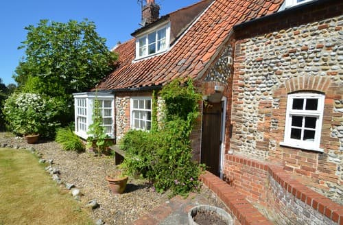 Last Minute Cottages - Inviting Wiveton Cottage S128281