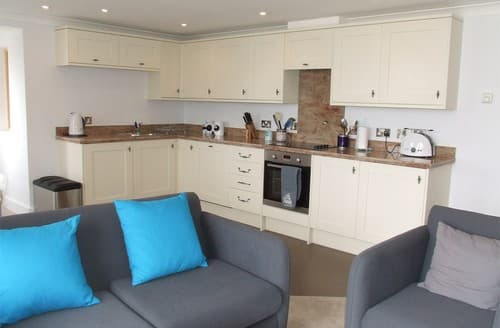 Last Minute Cottages - Luxury Wells Next The Sea Apartment S128287