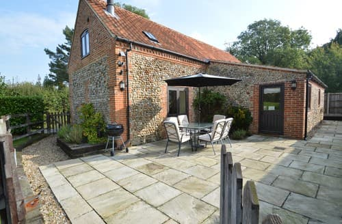Last Minute Cottages - Beautiful Hempstead Barn S128297