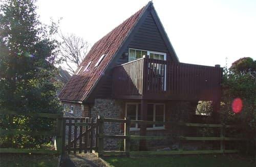 Last Minute Cottages - Tasteful Weybourne Barn S128312