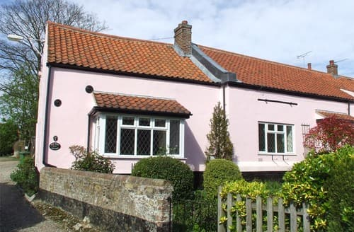 Last Minute Cottages - Wonderful Holt Cottage S128317