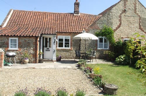 Last Minute Cottages - Inviting Holt Cottage S128329