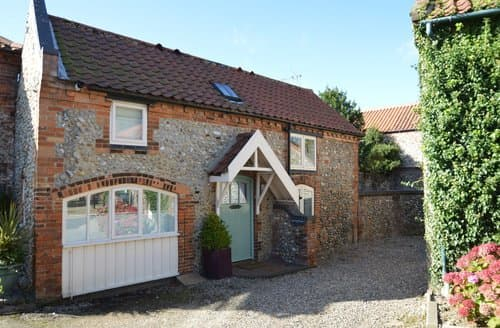 Last Minute Cottages - Adorable Holt Cottage S128330