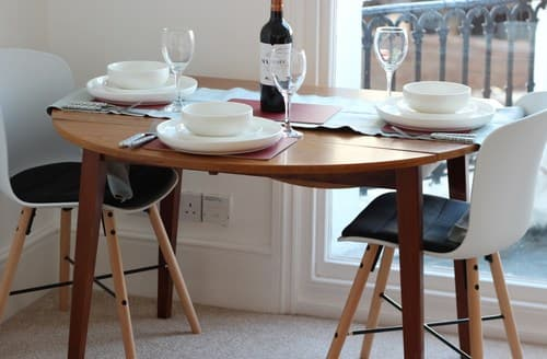 Last Minute Cottages - Cosy Eastbourne Apartment S128637