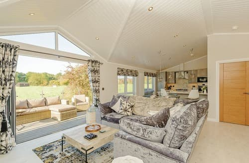 Last Minute Cottages - Attractive Bredfield Lodge S128805