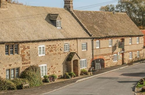 Last Minute Cottages - Wonderful Ringstead Cottage S128915